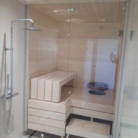 saunan lasiseinä ja kylpyhuone bJVG Laseja Oy