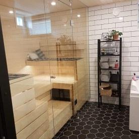 saunan lasiseinä ja kylpyhuone by JVG Laseja Oy