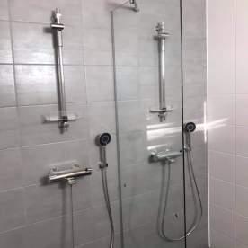 suihkuseinä vinotuki