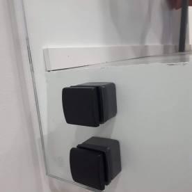 JVG Laseja Oy portaan lasikaide mustat pistehelat lähikuva