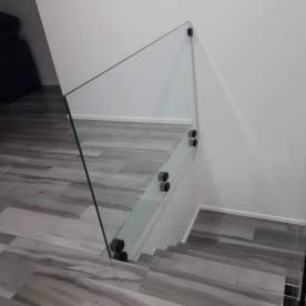 JVG Laseja Oy portaan lasikaide mustat pistehelat