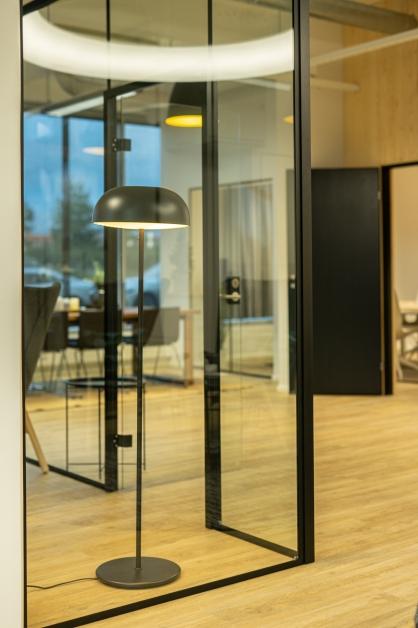 Toimiston lasiseinä toteutus JVG Laseja Oy kohde Creago Oy Helsinki
